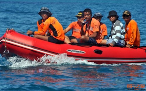 菲媒:菲军机空中监视黄岩岛中国船只
