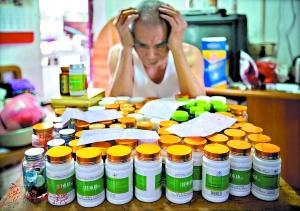 温伯说,其实很多时候他都不想买那么多保健品,只是那些销售特别热情,觉得不买不好意思。