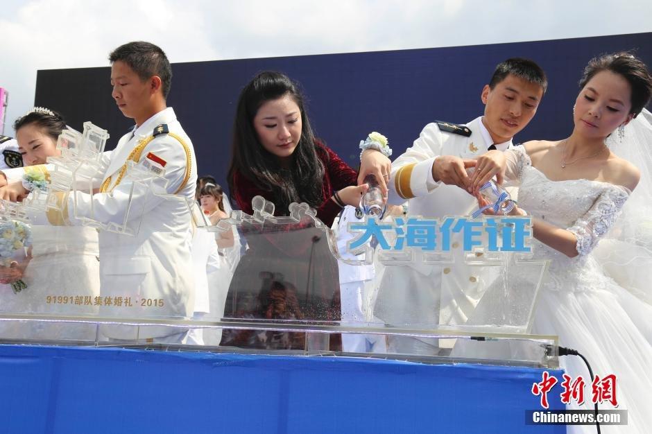 东海舰队为推迟婚礼的官兵举行集体婚礼 - 海阔山遥 - .