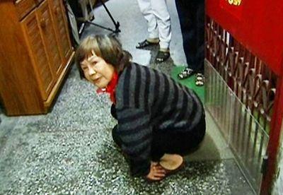 妇人对邻居家门摇屁股55次 被判罚3万(图)_新闻_腾讯网 - 自由百姓 - 我的博客