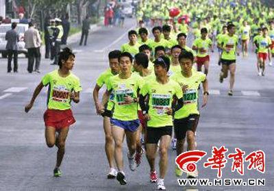 张宝强称在不断遭遇踢脚后,他质问24842号选手