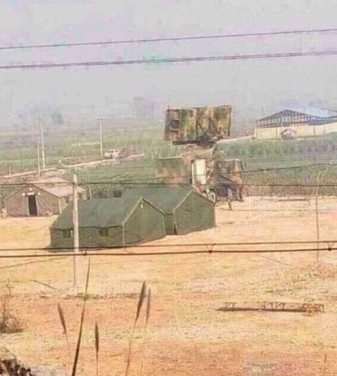 解放军直升机、战车现身云南边境