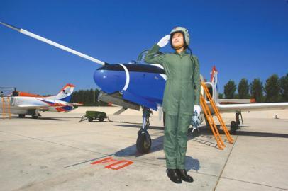 4名女飞行员时隔6年再参加阅兵 将驾驶歼10受阅
