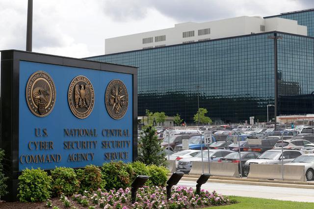 美媒:美国军情系统闹宫斗 NSA局长投奔特朗普