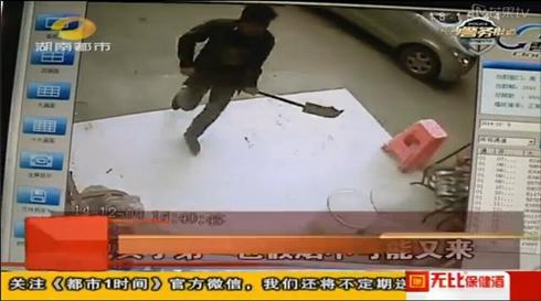 """湖南男子疑买到假烟 持""""青龙偃月刀""""打砸超市"""