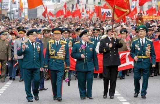 原标题:俄为在美二战老兵颁奖:苏联红军做出决定