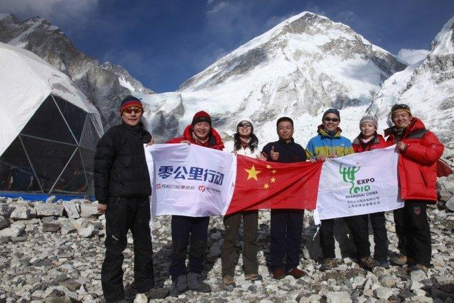 2010年3月30日珠峰零公里行动首批队员从香港飞往尼泊尔首都加德满都,在那里与珠峰零公里的其他登山队员进行汇合,准备从南部登顶珠峰