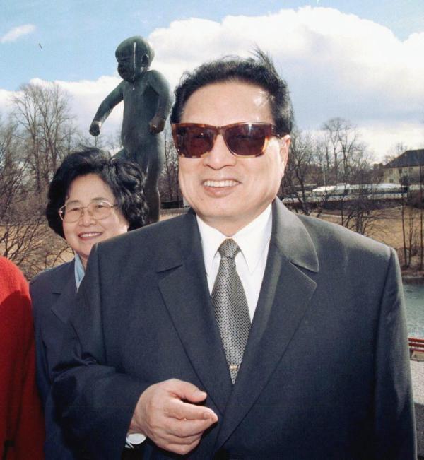 郑雪碧妻子冯彦卿判刑-乔石往事 妻子系陈布雷外甥女 文革时曾被审查