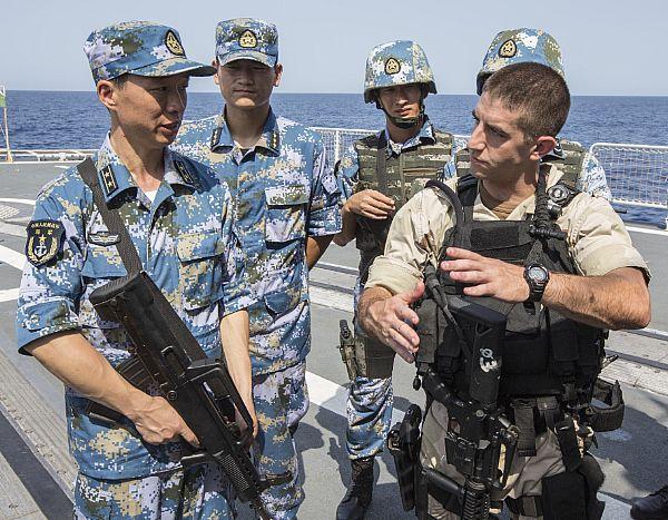 中美海军在亚丁湾演练反海盗 内容包括实弹射击