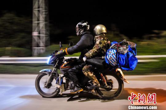 在粤广西籍农民工春节返乡 舍弃摩托乘高铁(图)