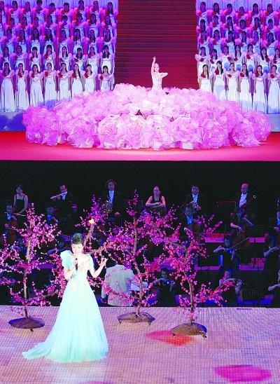 江苏万人唱红歌为党庆生 参演单位排练1个月