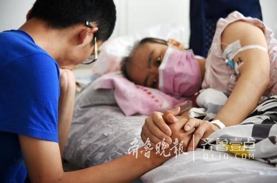 母亲患白血病隐瞒1年多 儿子成高考状元