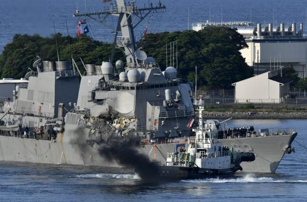 外界猜测美军舰与货船相撞原因 指挥官难逃追责