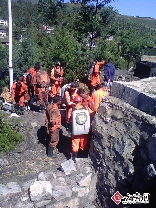组图:云南师宗矿难现场成立救援工作组