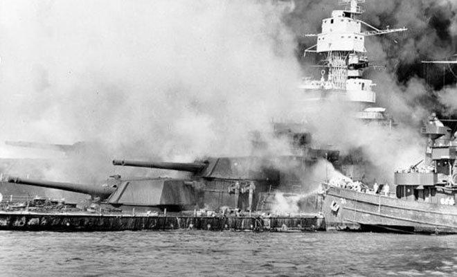 """珍珠港事件中,身中7枚鱼雷坐底的""""西弗吉尼亚""""号"""
