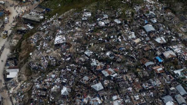 """飓风""""马修""""横扫海地 已造成超过100人死亡"""