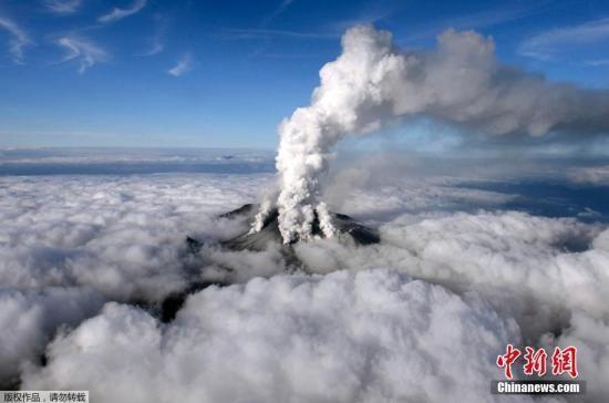 日本火山喷发致30余人心肺功能停止 山口仍冒烟