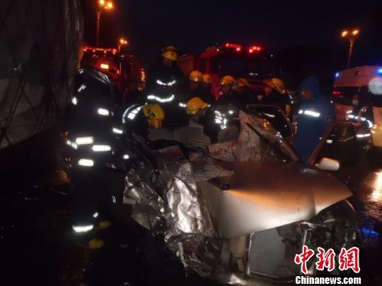 哈尔滨一驾驶员醉驾后肇事致2死2伤 解培华 摄