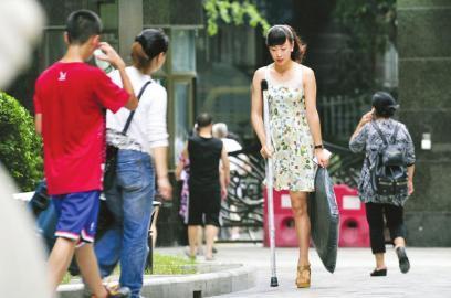 四川羌族独腿女孩穿20cm高跟鞋照片走红(图)_新闻 ...