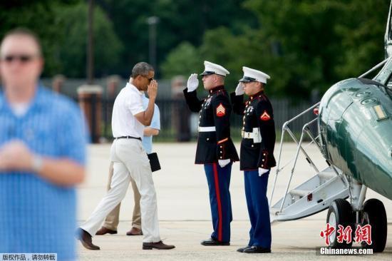 奥巴马提前庆祝54岁生日 先约球局再赴度假地
