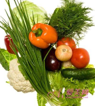 喀喀咬几口苹果,枣子,吸吮柑橘,柳丁酸甜汁液,增强免疫力的多种维生素