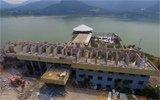 山东拆水上违建 工人感叹建筑质量真好