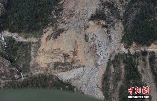 尼泊尔地震已致西藏境内25人遇难4人失联(图)