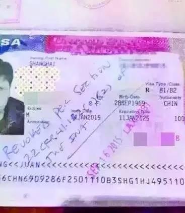 """16日一名入境美国中国旅客被海关告知他欧游时留下""""不文明游客""""纪录,因此将他的美国10年签证作废,同时遣返中国。(读者提供)"""