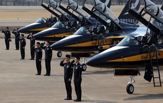 韩媒:韩黑鹰表演队来华遭美反对 无缘珠海航展