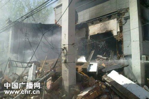 北京和平街东街12区3号楼5单元发生燃气爆炸并发生坍塌现场。爆炸过后的残垣断壁。 摄影:中广网记者周义