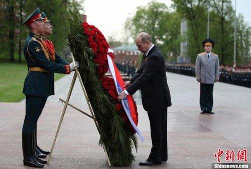 莫斯科时间5月8日,俄罗斯新任总统普京就职后首日