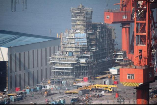 美媒:中国新航母可载36架歼15 比辽宁舰多一半
