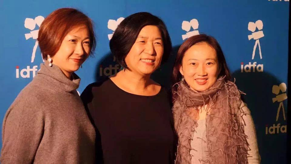 (左起)赵青、钱孝贞、冯都于2015年IDFA