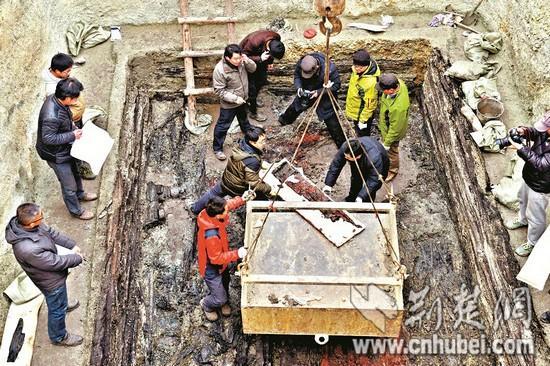 湖北枣阳发现春秋早期曾侯墓 出土我国最早的瑟
