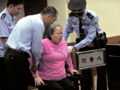 """高铁一姐丁书苗受审 曾被刘志军叫""""猪脑子"""""""
