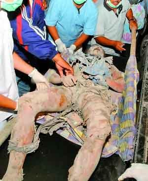 印尼火山爆发响如惊雷 火山灰烫死29人(图)