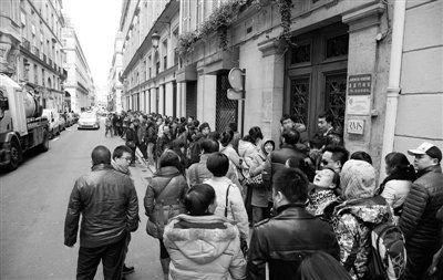 媒体称中国游客在巴黎三大事:购物吃饭上厕所