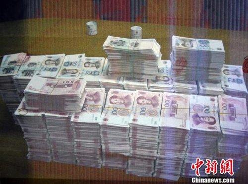 广东政法机关揭秘两女制贩2.8亿元假币案细节