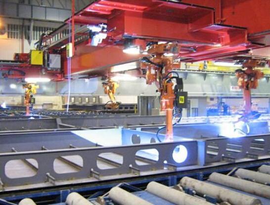 """机器人""""上岗""""焊接造船 我国造船业进入智能时代"""
