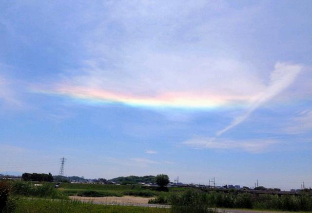 """日本多地观测到""""直线彩虹""""(组图)"""