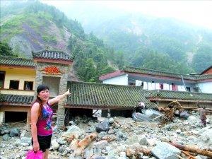 龙池镇南岳村被掩埋的农家乐。本报记者 杨万国 摄