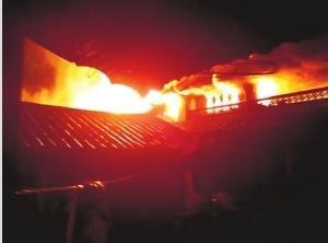 丽江古城发生火灾多座建筑损毁 1人遇难(图)