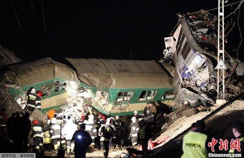 波兰南部发生火车相撞事故 60余人受伤