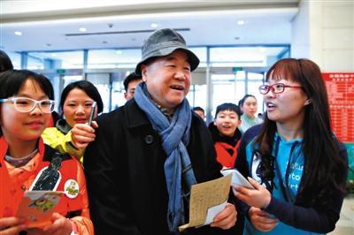 """二月河:""""铁帽子王""""说法体现反腐决心"""
