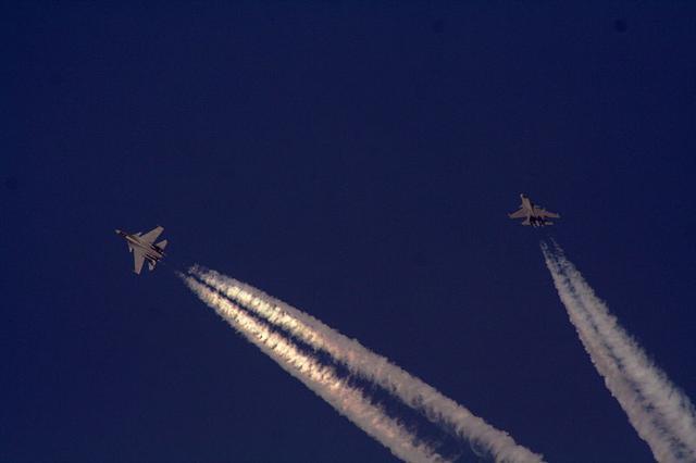 这个动作难度极大 全球只有七种战斗机能飞