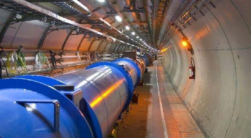 """大型强子对撞机创造出迷你""""宇宙大爆炸"""""""