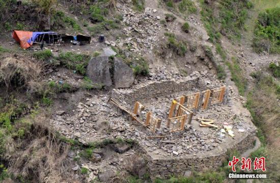 4月25日,尼泊尔发生8.1级地震,造成大量人员伤亡和大量房屋受损。李林 摄