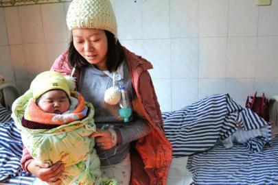 28岁女子二胎产下12斤巨婴 食量是其他宝宝2倍