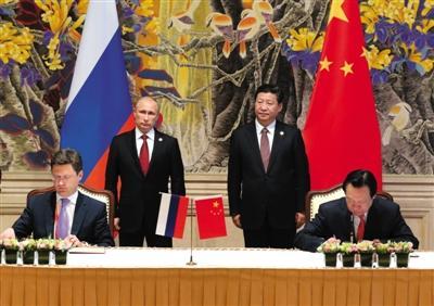 """中俄结束10年谈判""""长跑"""" 签30年供气协议"""