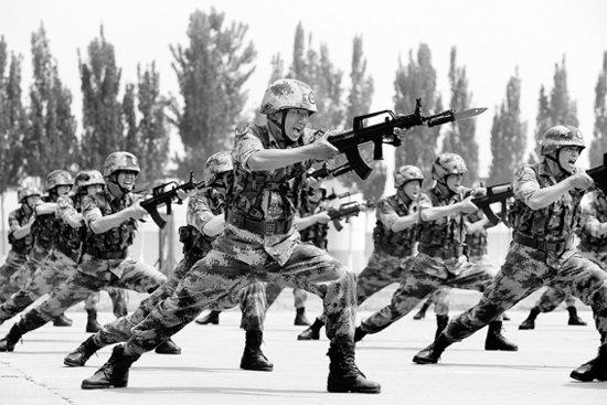 """武警戰士三闖火海救人被稱""""最美警衛戰士"""""""
